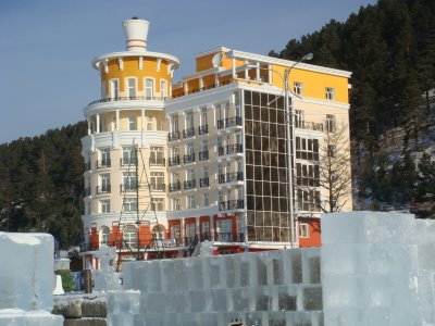Hotel in Listvjanka am Baikalsee im Winter - Russland