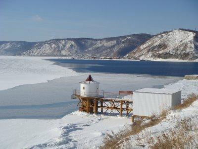 Listvjanka, Blick Richtung Port Baikal am Baikalsee und Abfluß der Angara - Russland