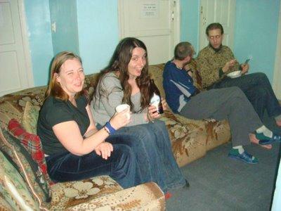 von links: Karen (GB), Sarah (F), David (GB), ?? (Kanada)
