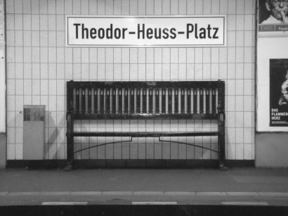 Sitzbank U-Bahn-Station Theodor-Heuss-Platz in Berlin