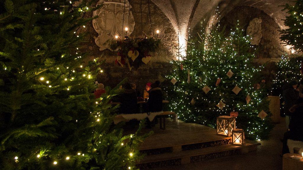 St. Peter Stiftskeller im Advent beim Adventmarktbummel durch Salzburg