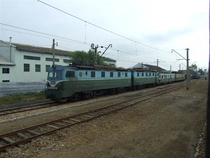 Doppeltraktion E-Loks in Tanchon, Nordkorea - Bild: Helmut Uttenthaler