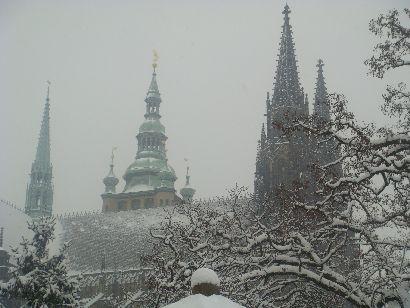 St.-Veits-Dom und Prager Burg im Schnee