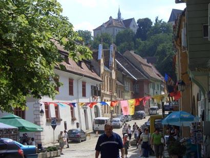 Altstadt von Sighişoara/Schäßburg mit Schulberg im Hintergrund