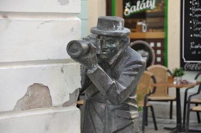 Sehenswürdigkeiten Bratislava: Bronzefigur Paparazzi