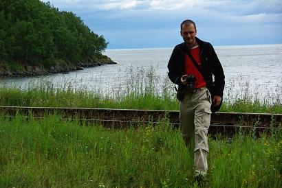 Überqueren der Bahngleise - Bild: Widmer