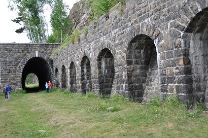 """Die """"Italienische Mauer"""" auf der Circum-Baikal-Bahn"""