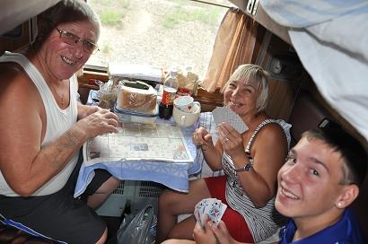 Kartenspielen in der Transsibirischen Eisenbahn