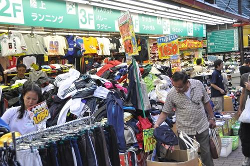 Kleine Geschäfte Nähe JR Bahnhof Ueno - Tokio