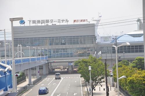 Hafen und Fußgängerbrücke in Shimonoseki