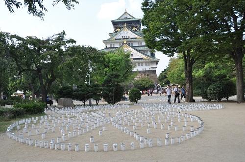 Kerzen vor der Burg von Osaka