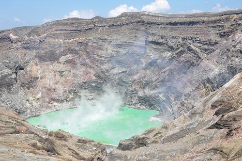 Mt. Aso - Krater und See des Nakadake