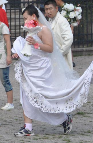 Turnschuhe zum Brautkleid