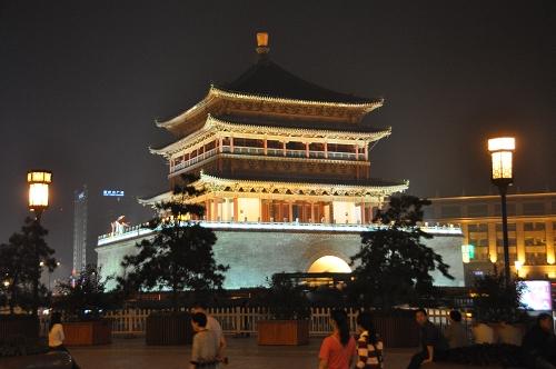 Glockenturm bei Nacht in Xi'an