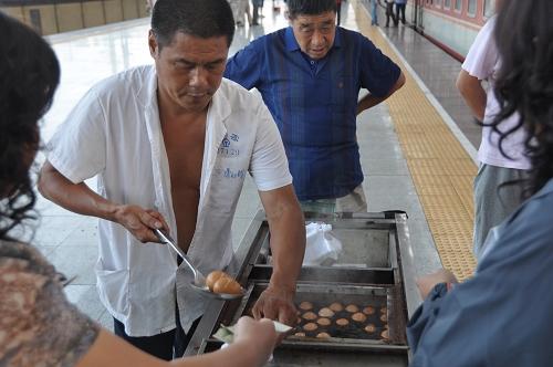 Eierverkäufer am Bahnhof in China
