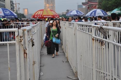 Zugang zum Bahnhof Xi'an - China