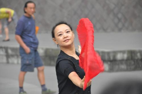 Fächertanz im Volksgarten in Chengdu