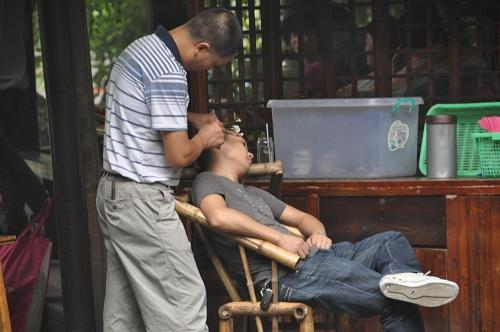 Ohrenputzer im Teehaus in Chengdu