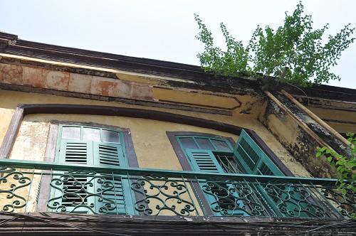 Hausfassade im Kolonialstil in Macau