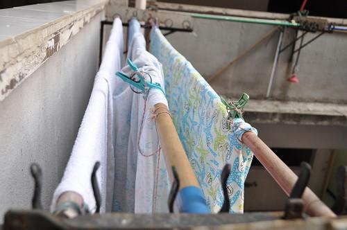 Bild: Wäsche am Gang im Wohnblock Argyle Street in Hongkong