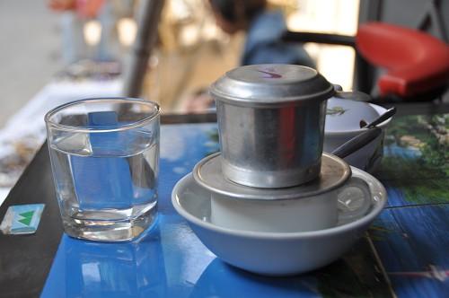 Bild: Vietnamesischer Kaffee mit Filter aus Metall