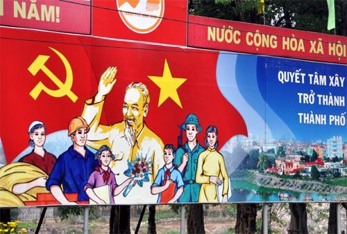 Bild: Kommunistisches Propaganda Plakat mit Ho Chi Minh in Vietnam