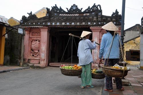 Bild: Straßenverkäuferinnen in Hoi An