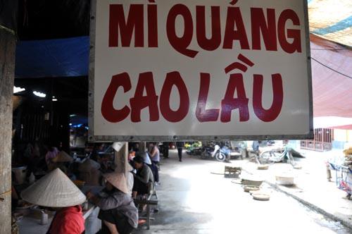 Bild: Cao Lau am Markt in Hoi An