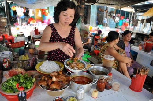 Bild: Zubereitung von Cao Lau in Hoi An