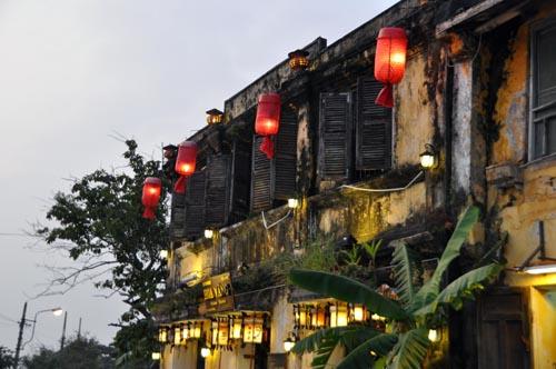 Bild: Sehenswert: Häuser bei Sonnenuntergang in Hoi An