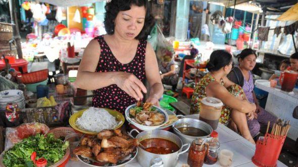 Zubereitung von Cao Lau in Hoi An