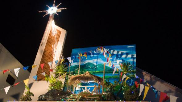 Kirche und Weihnachtskrippe in Vietnam