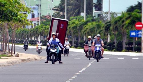Bild: Schrank am Motorrad in Vietnam