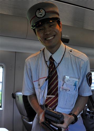 Bild: Freundlicher Schaffner in Japan (JR Kyushu)