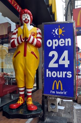 Bild: Ronald McDonald mit gefalteten Händen