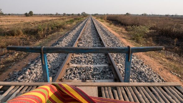 Bahngleise und Bambuszug in Kambodscha nach der Sanierung