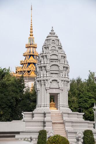 Chedi von Kantha Bopha vor der Silberpagode in Phnom Penh