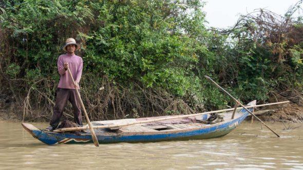Fischer beobachtet unser Boot von Battambang nach Siem Reap