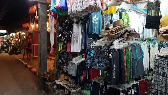 Geschäfte in der Hauptstraße am White Sand Beach