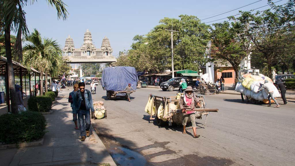 Der Grenzübergang Poipet-Aranyaprathet ist ein stark frequentierter Grenzübergang zwischen Kambodscha und Thailand