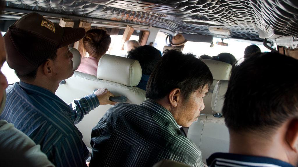 Mini-Busse fahren bis in die entlegendsten Gegenden Kambodschas