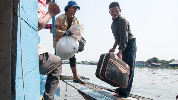 Passagiere verlassen das Boot Battambang - Siem Reap