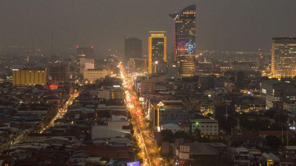 Phnom Penh von oben: Aussicht bei Nacht vom Phnom Penh Tower
