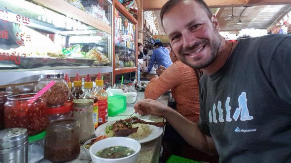 Phnom Penh: Am Zentralmarkt essen