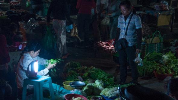Psar Nat Zentralmarkt in Battambang bei Nacht