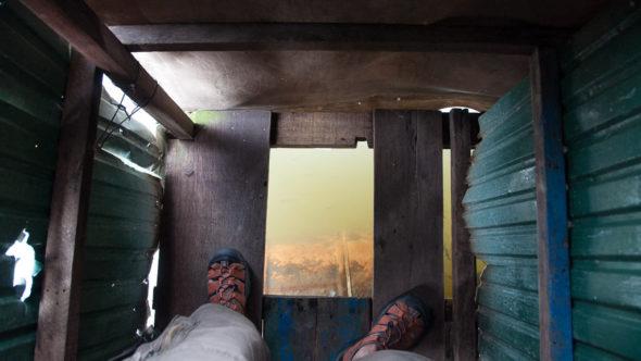 Toilette in einem schwimmenden Dorf