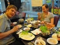 Bild: Mit Andy und Claudia beim Hotpot essen in Chongqing