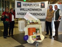 Bild: Begrüßung Andersreisender am Flughafen München - Bild: A. Bruggraber