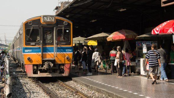 Zug in Wongwian Yai