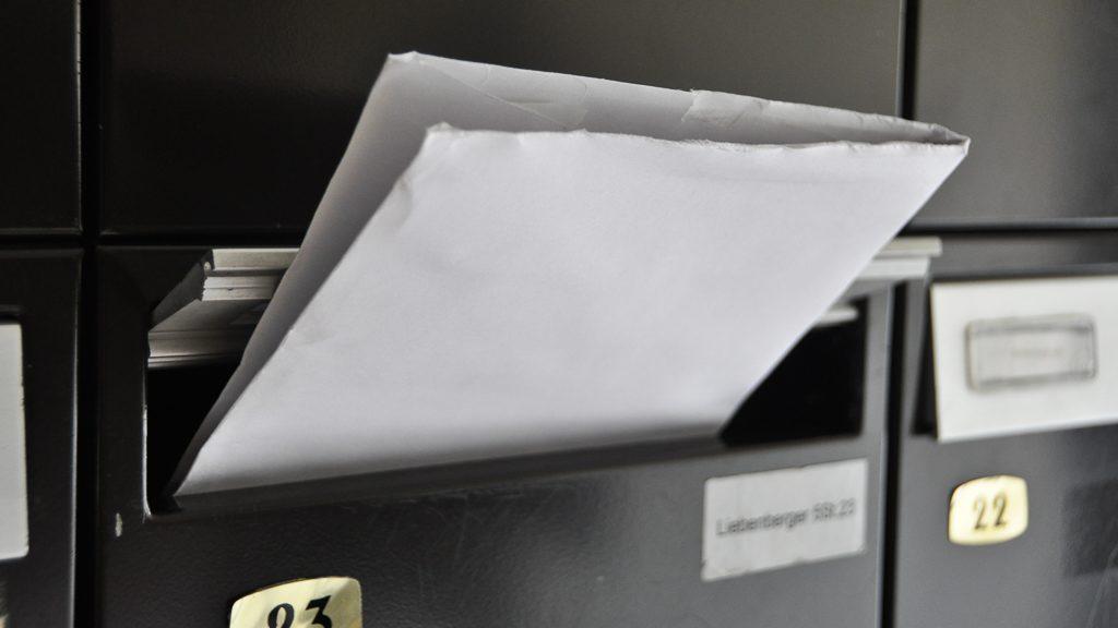 Postkasten während des Urlaubs
